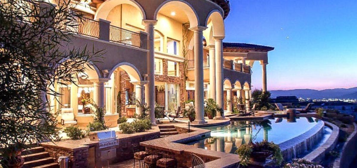 luxury las vegas swimming pool spa