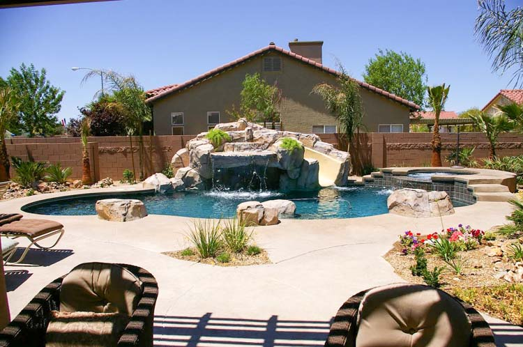 custom backyard swimming pool