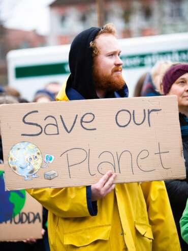 climate-man-people-street-2027058