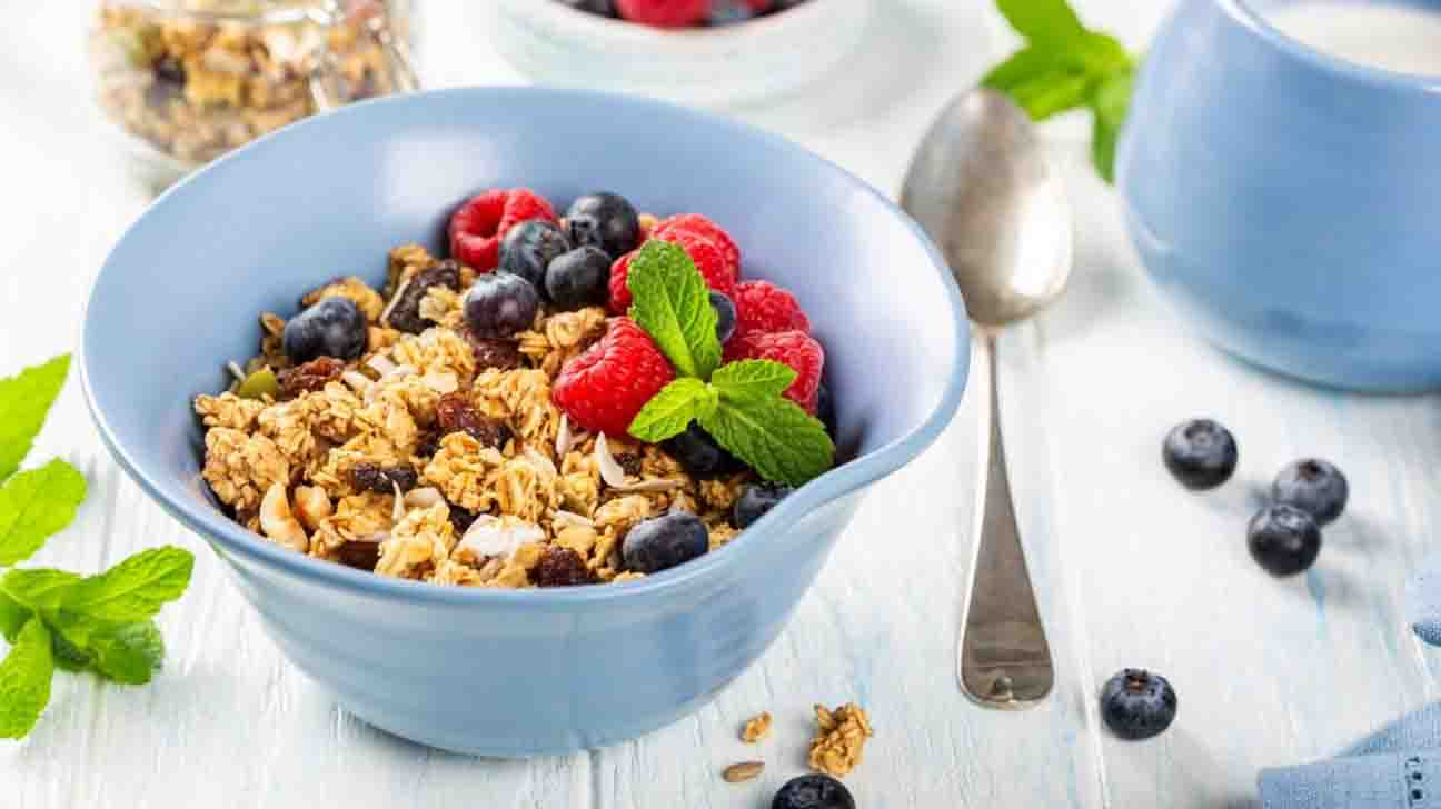 Oats and Oatmeal: Benefits Of Eating Oatmeal & How To Integrate Oats Into Your Diet?