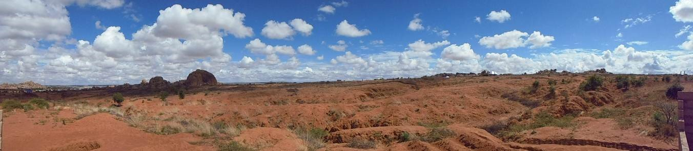Singida Solar – dry, rocky terrain with sparce vegetation is typical on this site and in the surrounding area.