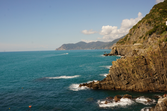It is possible to visit Pisa and Cinque Terre in a Day