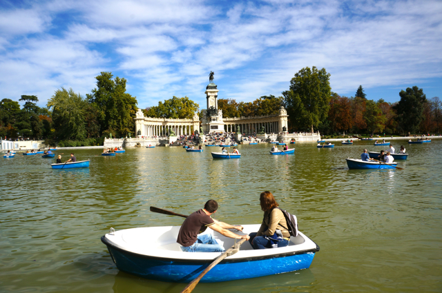 El Parque del Buen Retiro in Madrid is full of beauty.