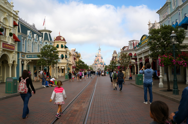 Something in Her Ramblings, a Madrid travel blog, goes back to Disneyland Paris.