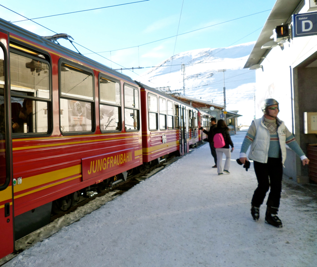 Something In Her Ramblings travel blog shares 5 things to know before you travel to Switzerland