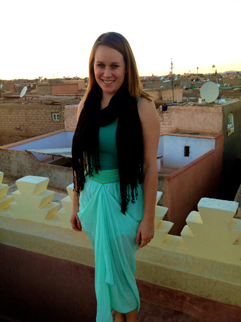Travel blogger Lauren Salisbury of Something In Her Ramblings stands on the roof of Riad Anayela in Marrakech, Morocco.