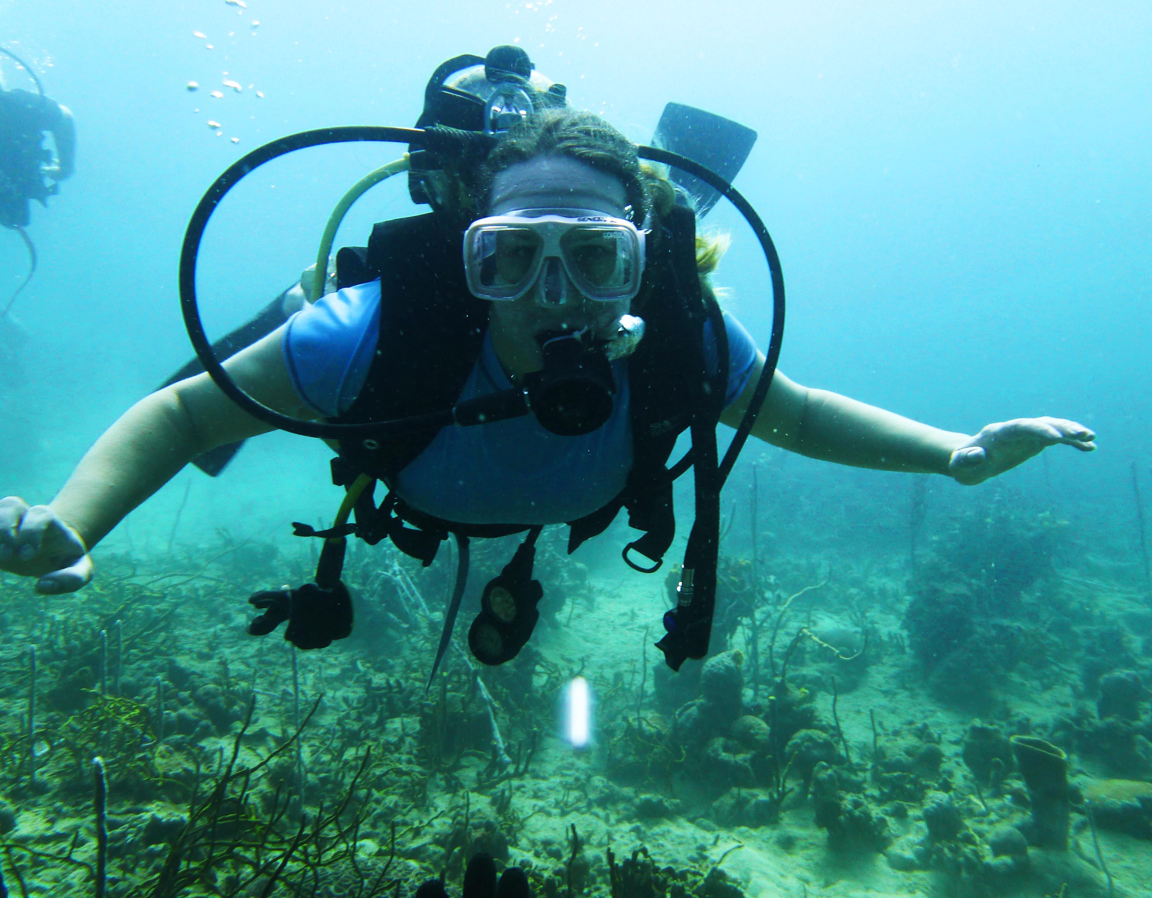 Lauren Salisbury goes scuba diving in Bocas del Toro Panama