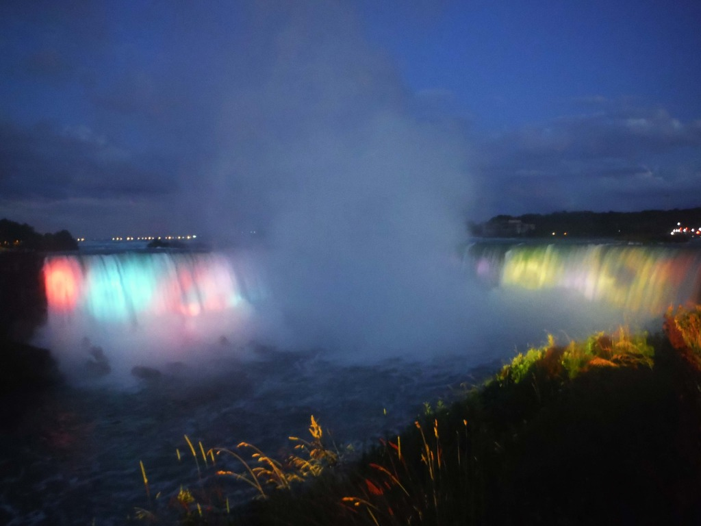solo trip to Niagara Falls night light show