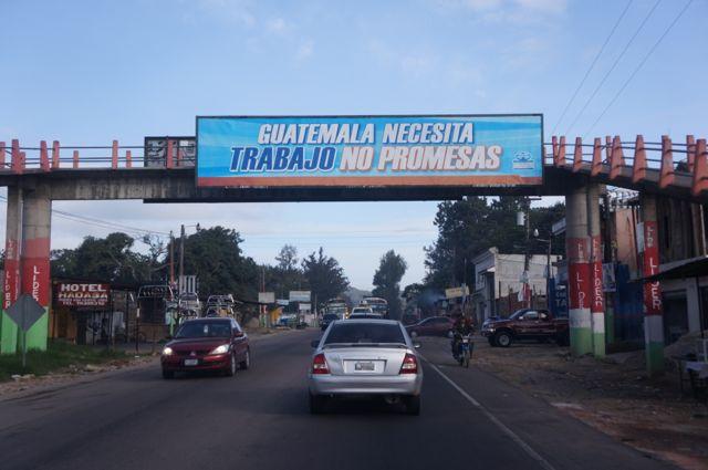 guatemala in three days road sign