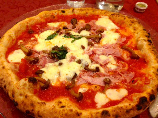 pizza in napoli solo travel in naples