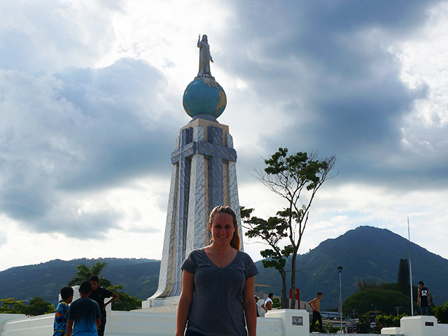 traveling alone in el salvador- plaza del salvador del mundo