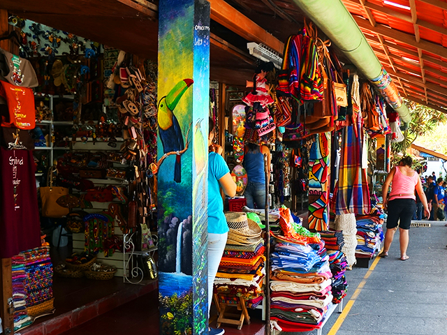 what to see in el salvador on a layover - mercado nacional artesaneas