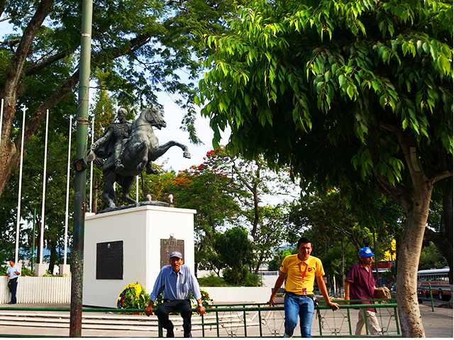what to see in el salvador on a layover- parque simon bolivar