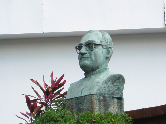 what to see in el salvador on a layover- romero statue