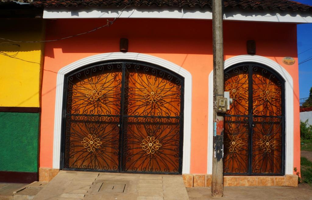 Granada Nicaragua in photos Granada street