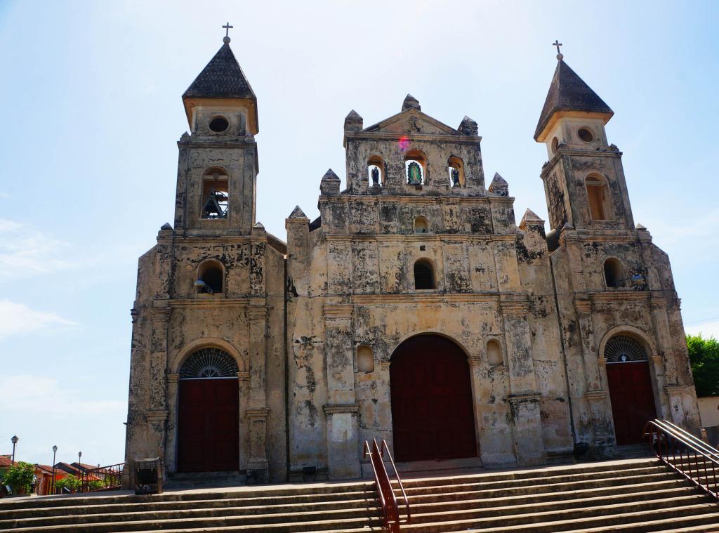 Granada Nicaragua in photos church from street