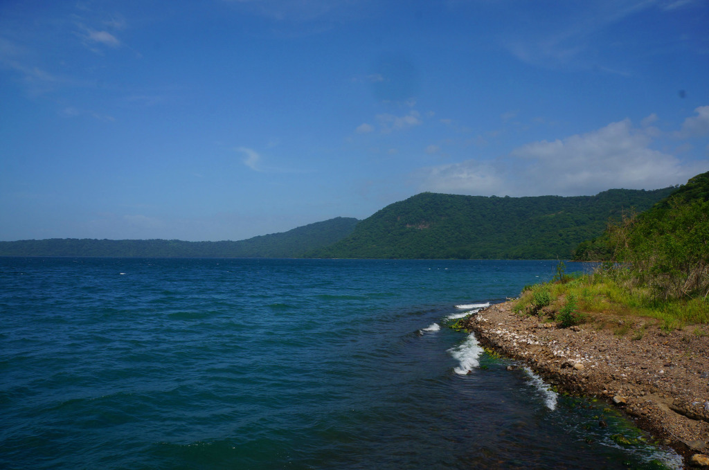 Laguna de Apoyo photo blue shores