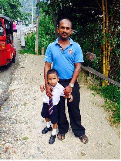 solo female traveler in sri lanka- sri lankan family
