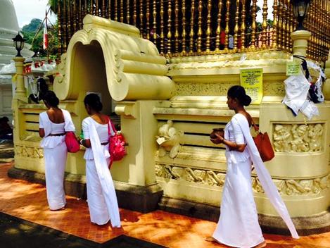 solo female traveler in sri lanka- sri lankan traditions
