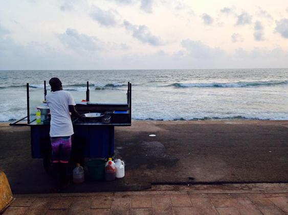 solo female traveler in sri lanka- street food