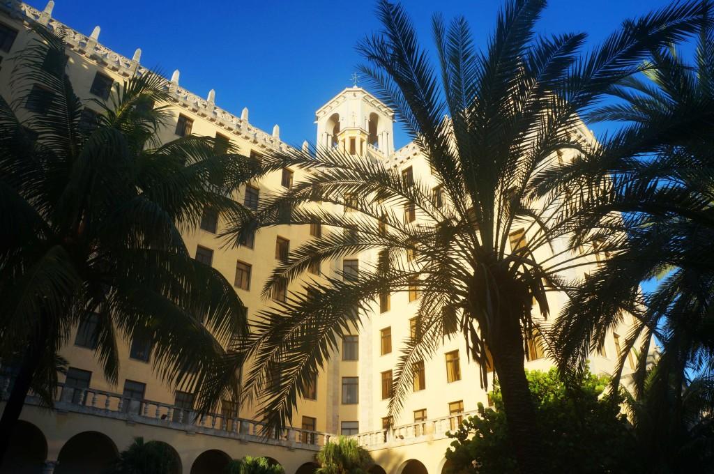 hotel nacional de cuba history - palm trees