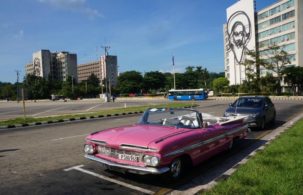 havana tour revolutionary square classic car