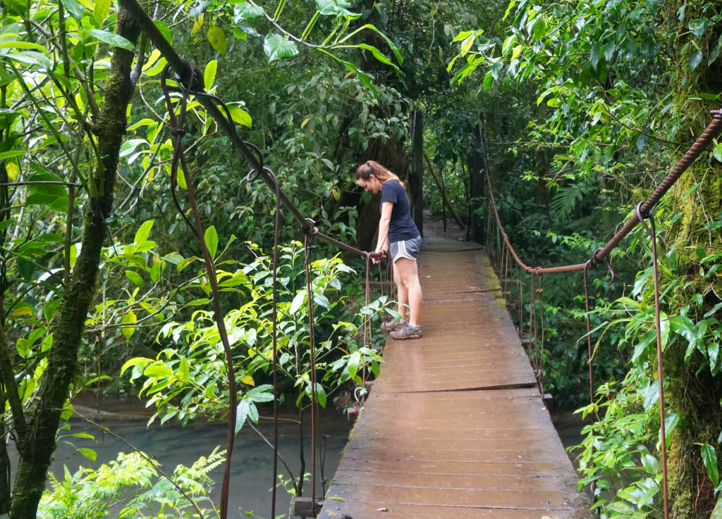 things to know before visiting rio celeste- wooden bridge