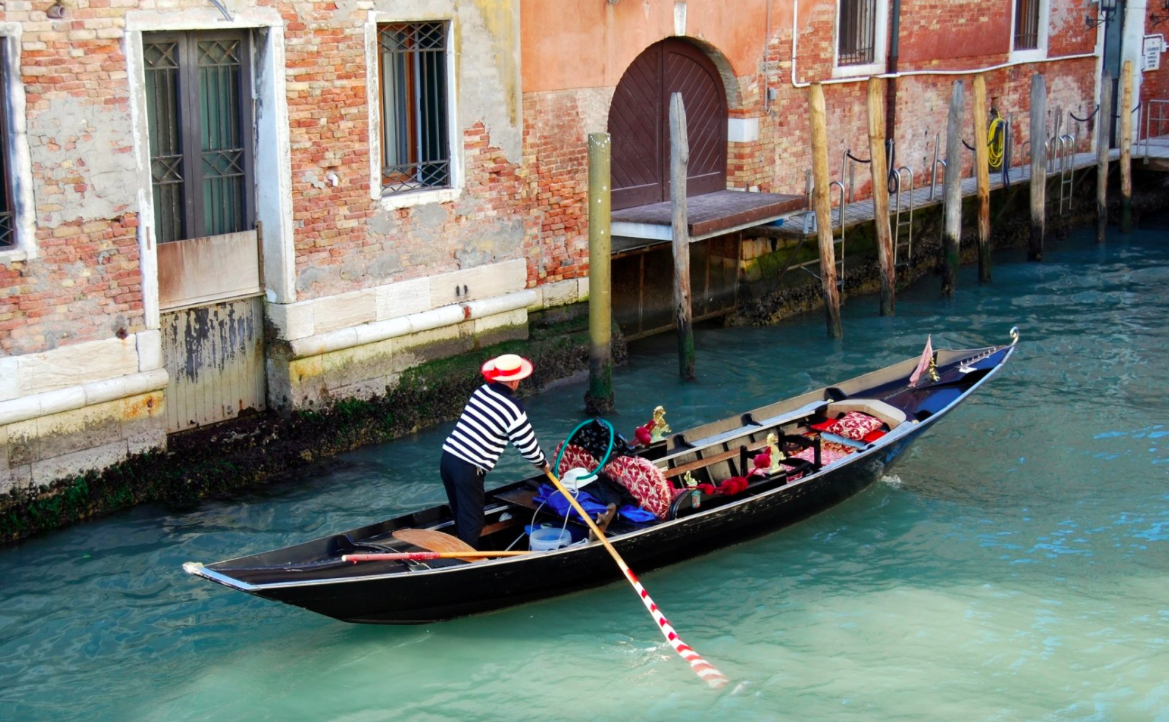 Go to Venice gondola