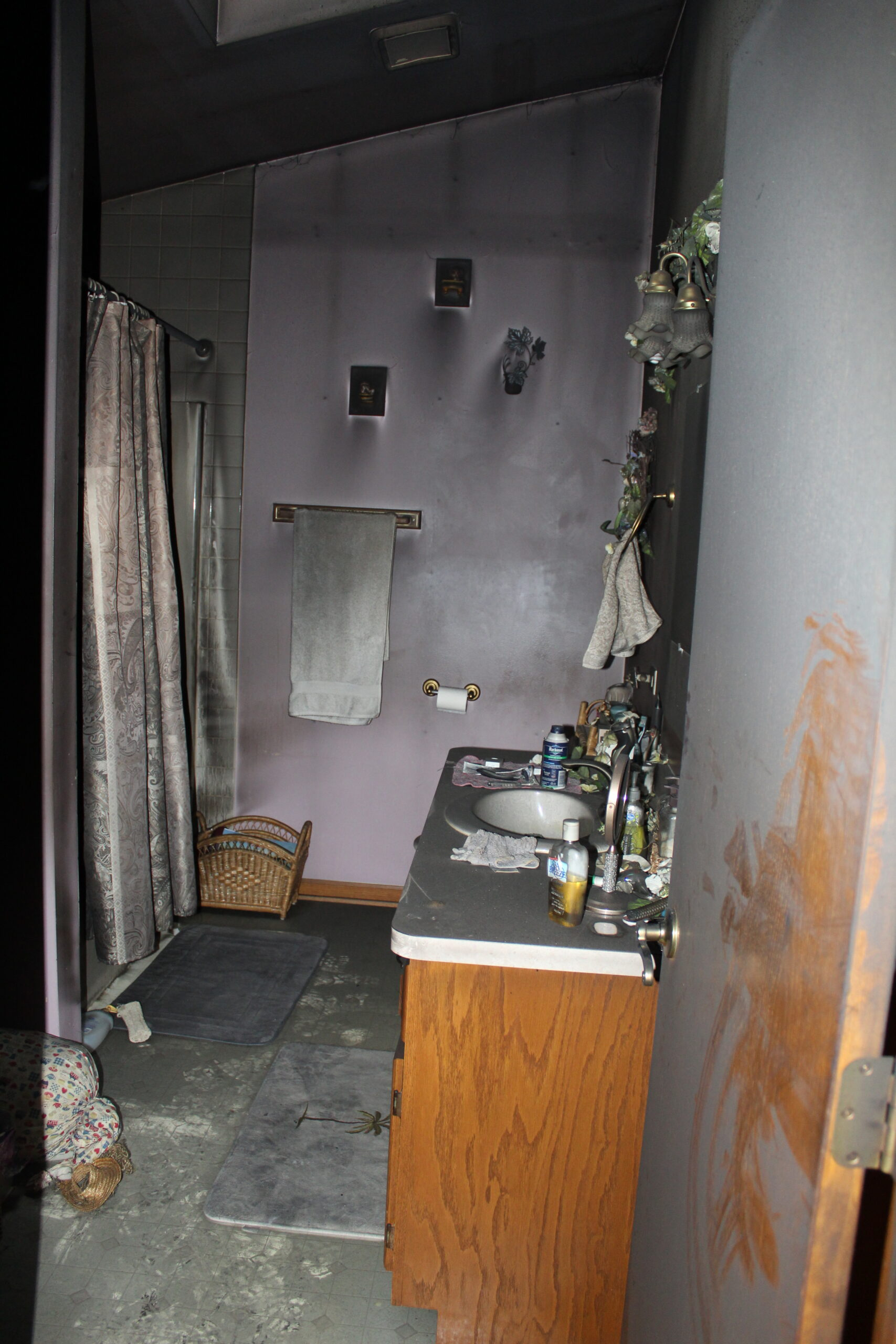 bathroom before fire restoration