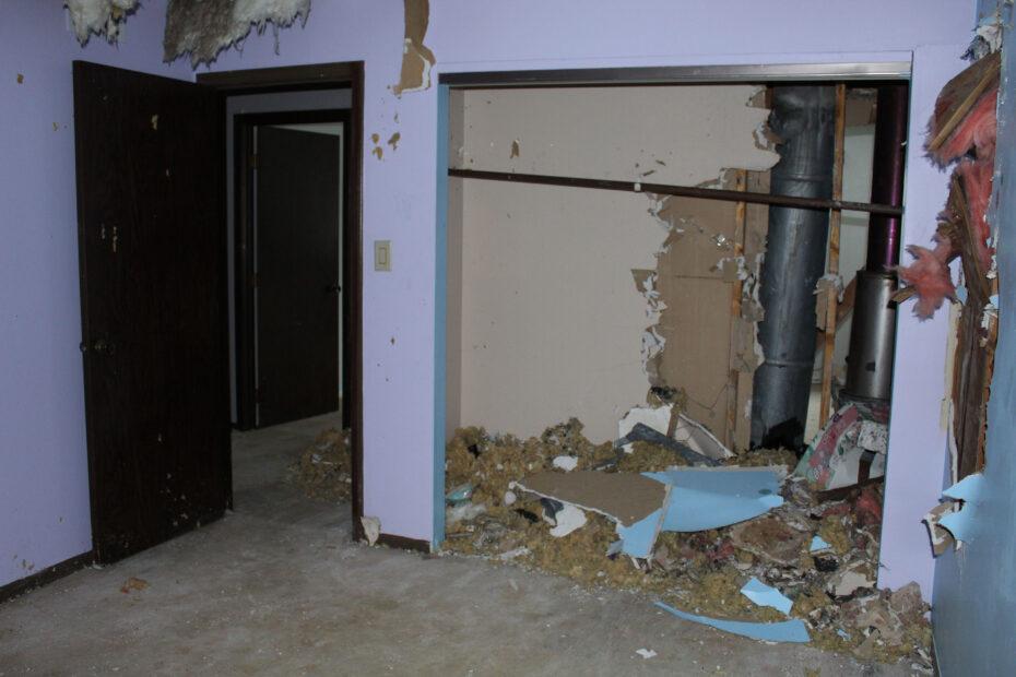 bedroom before home restoration