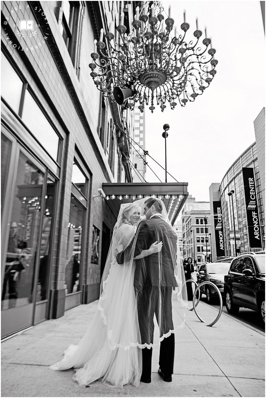 21 C Museum Cincinnati Wedding Photos_2007.jpg