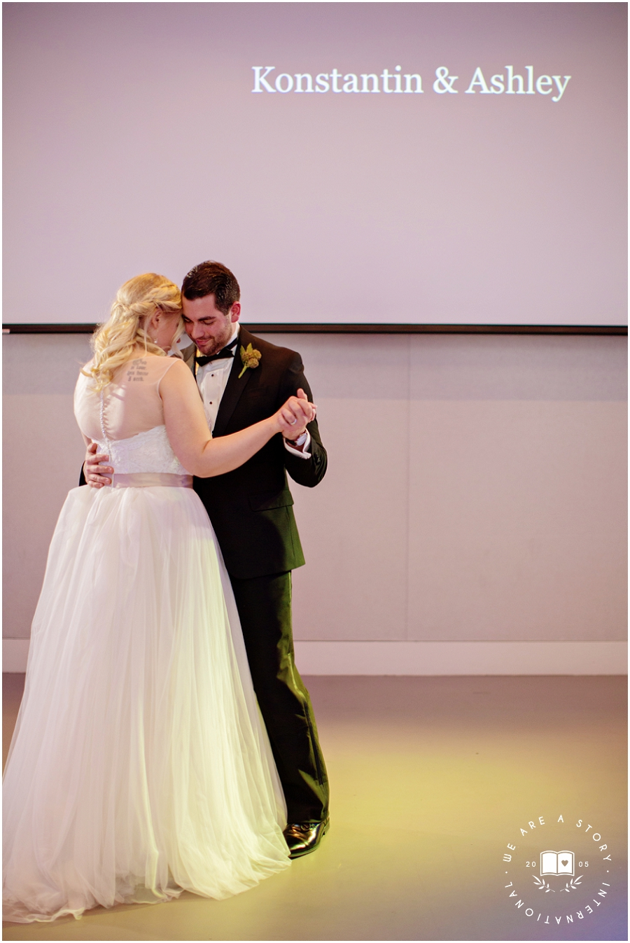 21 C Museum Cincinnati Wedding Photos_2028.jpg