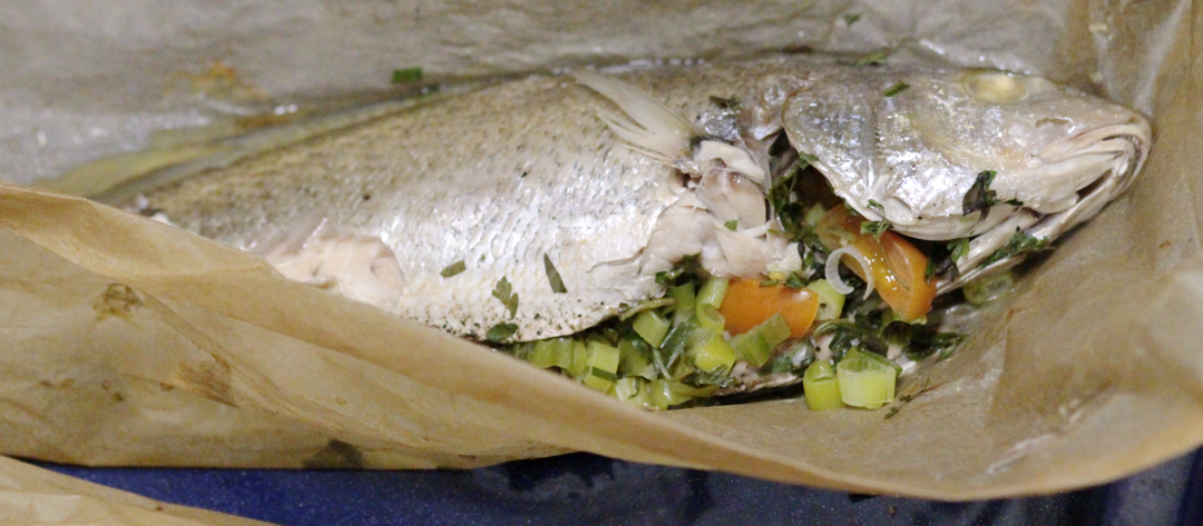 Fish with herbs en papillote