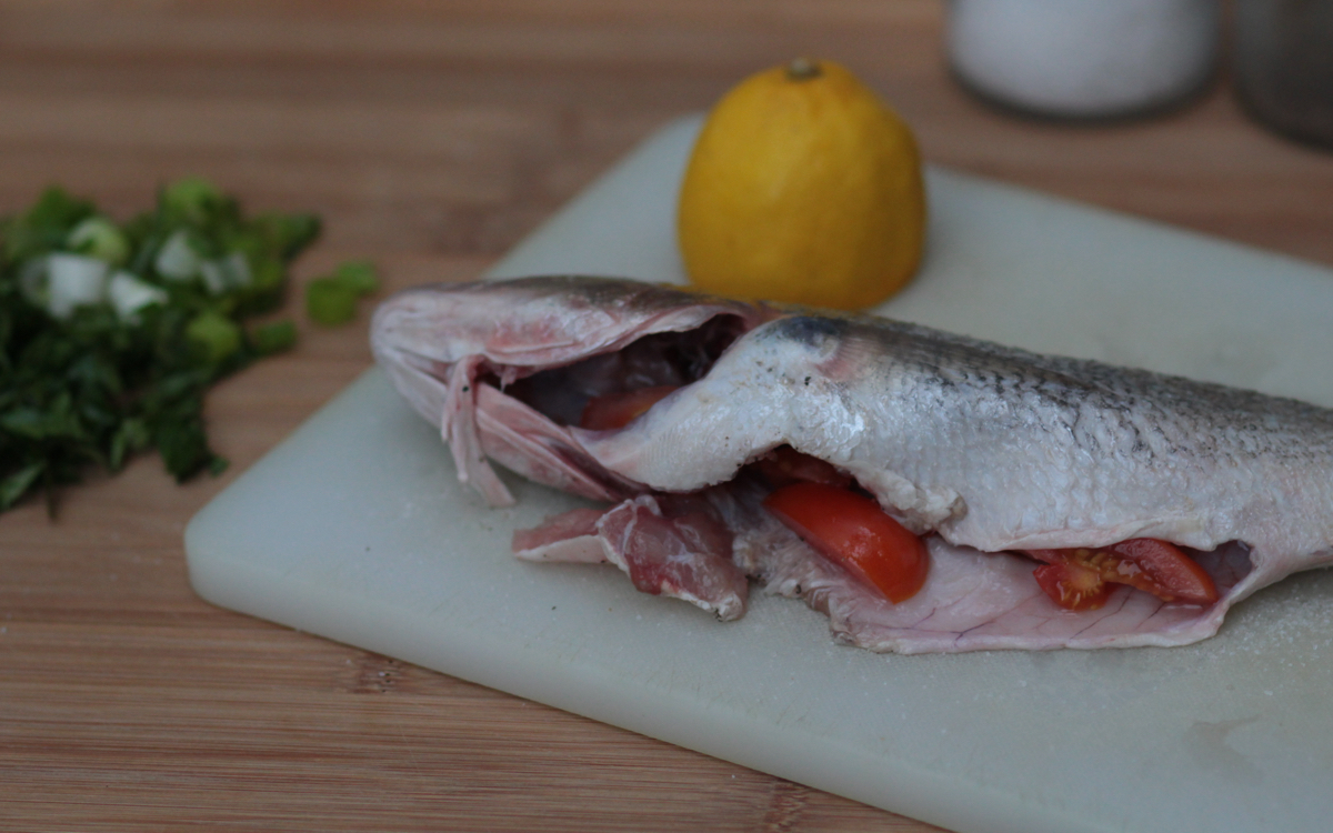 fish stuffed with tomatoes