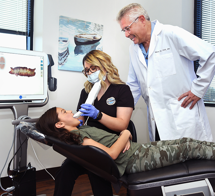 Dr. Mario Paz uses the iTero System to capture a full 3D image of a patient's teeth