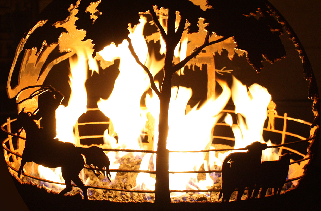 A gas fire pit is easy to ignite and extinguish.