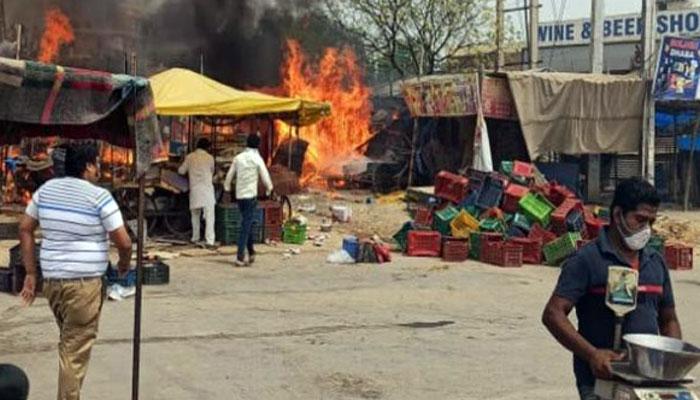 फल गोदाम में अचानक लगी आग सारा सामान जलकर खाक
