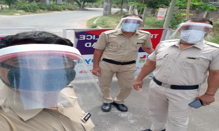 पुलिस को कैल्शियम व विटामिन सी की गोलियां कराई गई उपलब्ध
