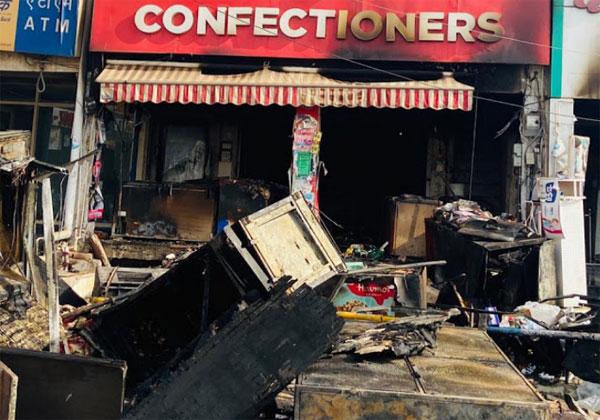 आग लगने से खाक हुई ब्रेकरी की दुकान