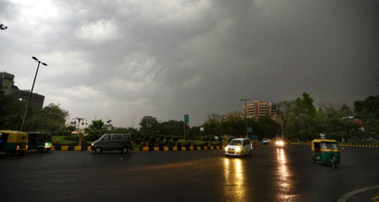 दोपहर बाद बदल सकता है मौसम का रुख, हो सकती है बारिश