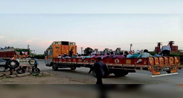 लॉकडाउन : मजदूरों की मजबूरी का फायदा उठा रहे हैं ट्रांसपोर्टर, ड्राइवर के जरिए हो रही डीलिंग