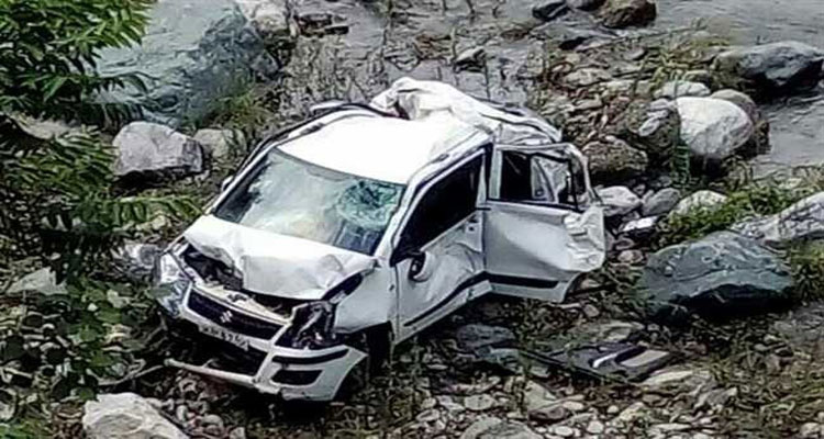 मजदूरों से भरी इनोवा 200 मीटर खाई में गिरी, 3 की मौत