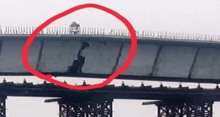 निर्माणाधीन मंझावली पुल की दरार,प्रदेश व देश की ईमानदार सरकार पर सवालिया निशान