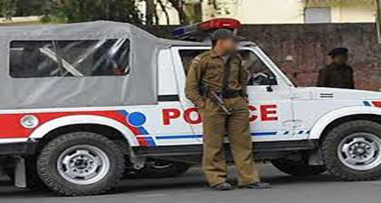 जवाहर कालोनी में पीसीआर ने की दुकानें खोलने की घोषणा, SHO ने पल्ला झाड़ा