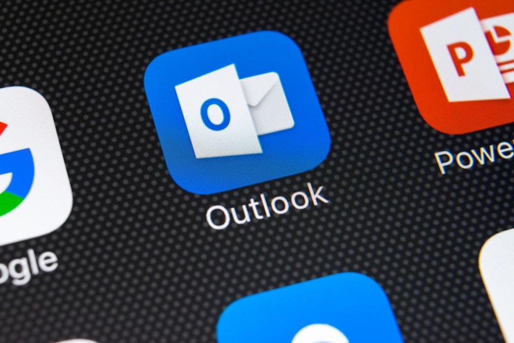 Outlook Dark Mode