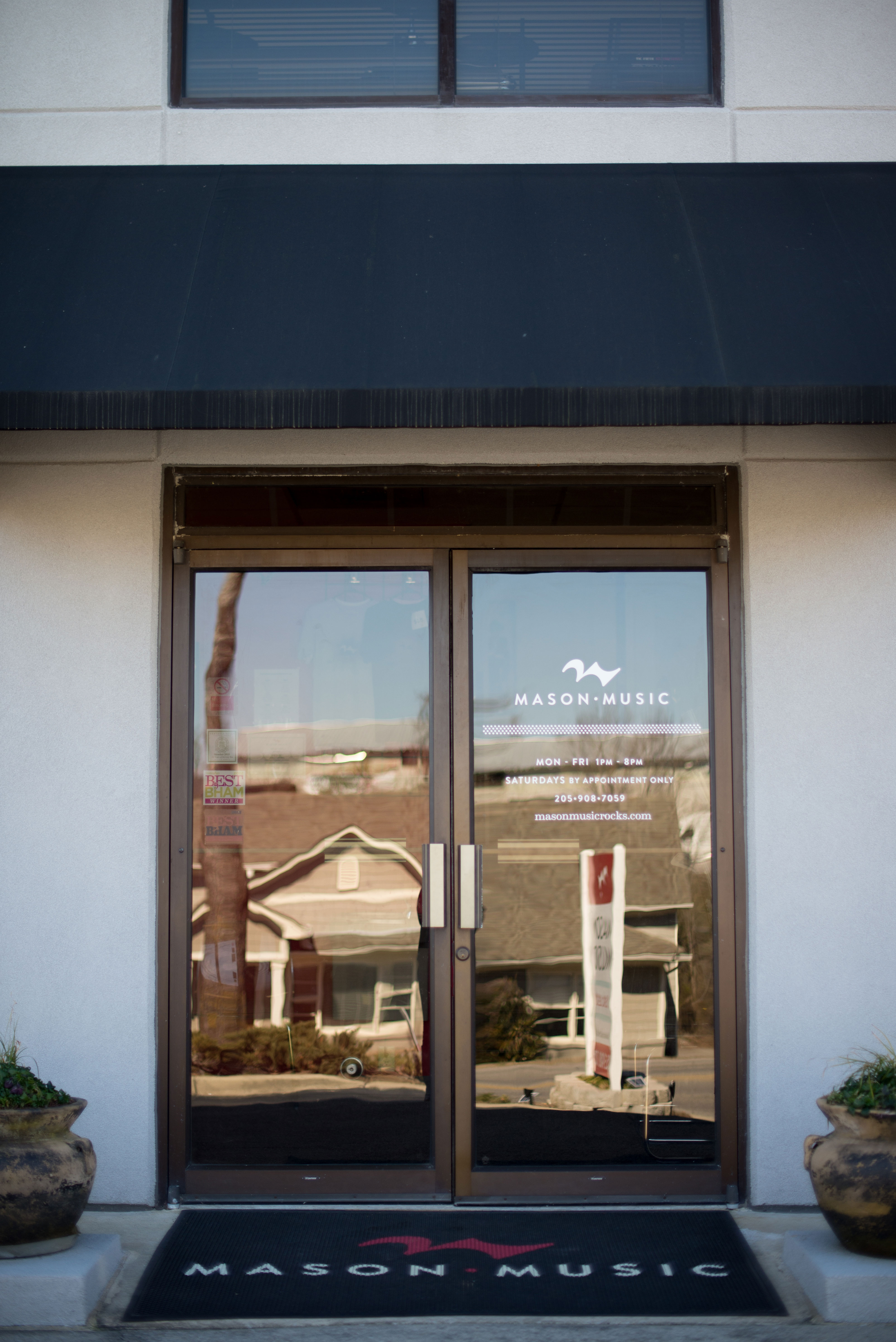 Mason Music's Cahaba Heights Studio offers piano lessons, voice lessons, guitar lessons, drum lessons, and violin lessons to students of all ages in Birmingham, Alabama.