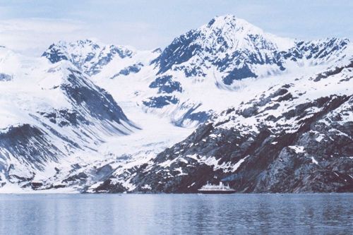 A_cruise_ship_dwarfed_by_the_magnificence_of_Glacier_Bay-Edit1