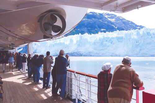 Tourists,_Glacier_Bay,_2007-Edit1