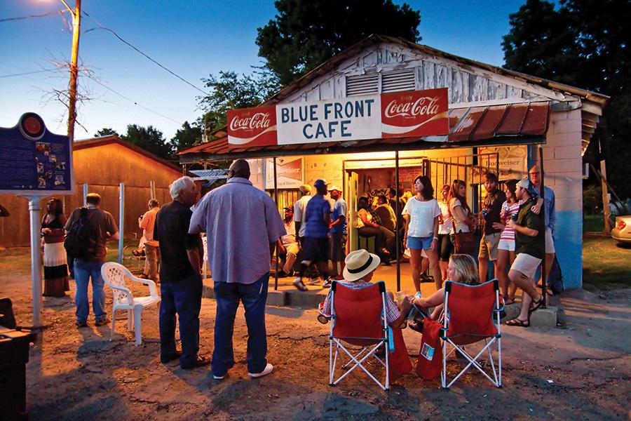 Blue Front Cafe img