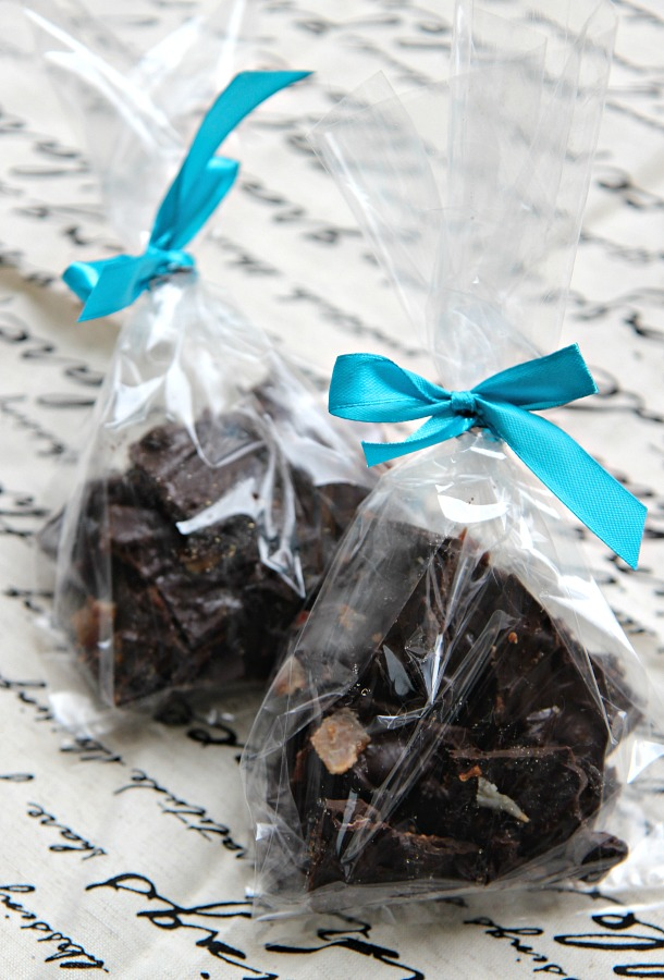 Dark Chocolate Bacon Bark Recipe. Rich dark chocolate with the savory saltiness of bacon and cracked sea salt. A delicious treat and a DIY food gift that people will ask for again and again.